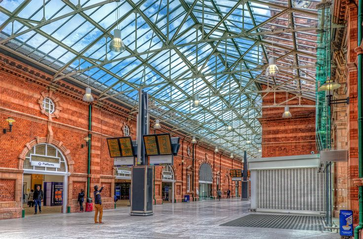 Nottingham Train Station. | HDR creme