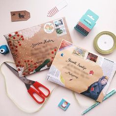 Love the red berries & snow for Christmas letters!