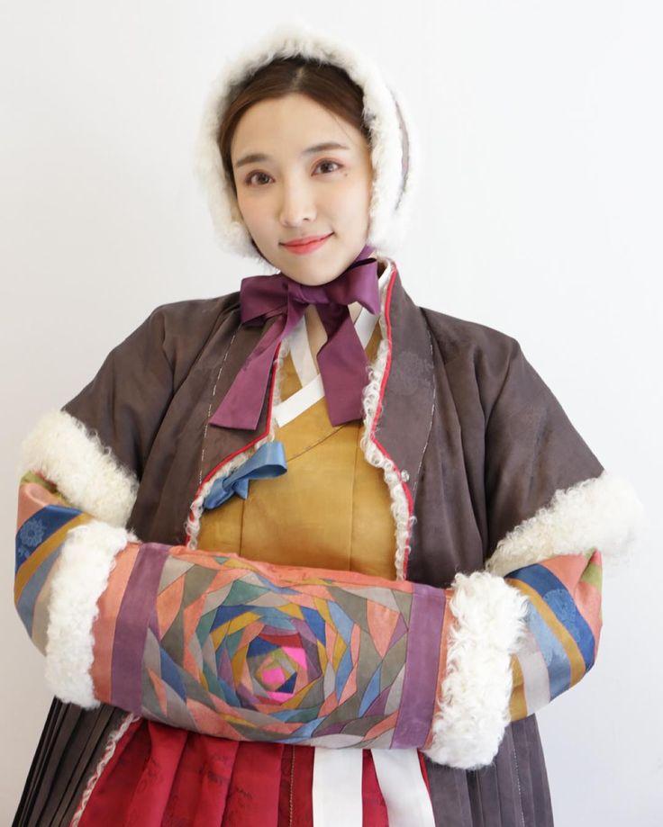 Korean traditional costume Hanbok 한복