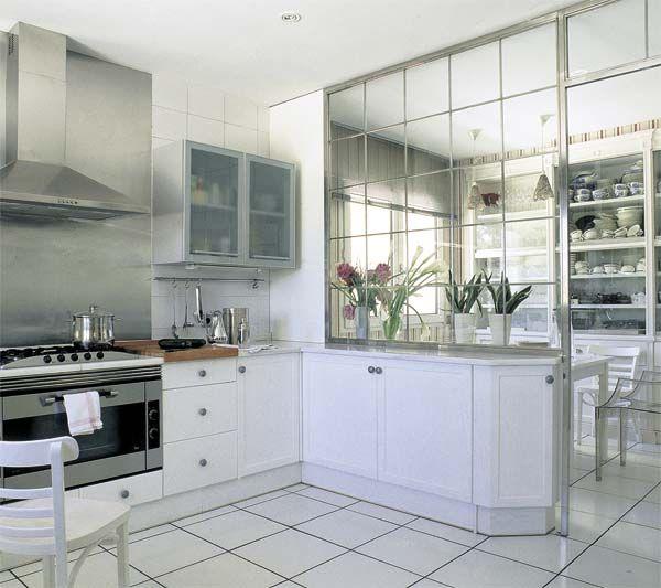 Cocina con pared de cristal para separar el comedor - Cocinas con comedor ...