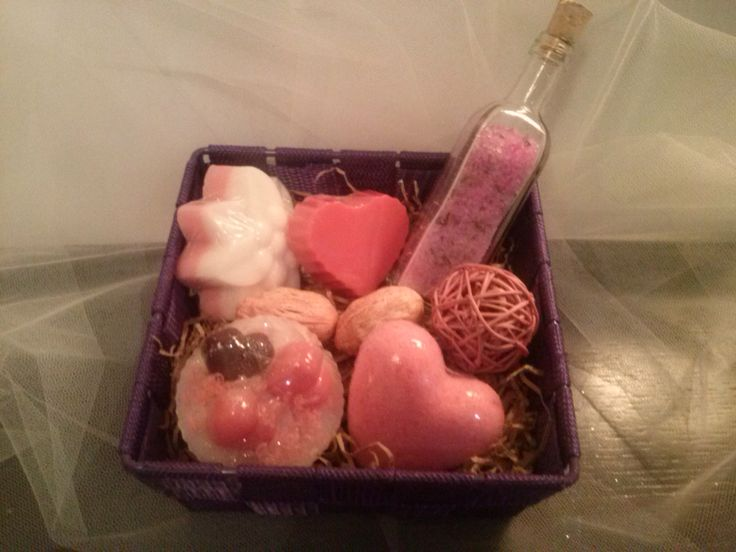 basket with glycerin soap.bath bombs and bath salt