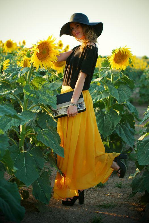 "~""I hardly ever go into a sunflower field, but when I do I dress up & take my purse with me""~"