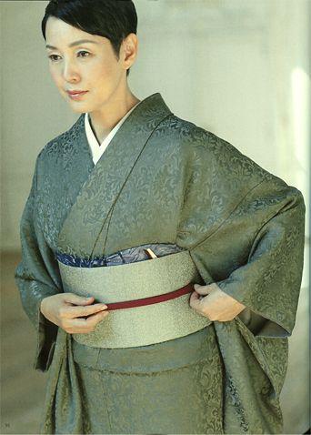 Kanako Higuchi (Japanese actress) by Kimono Magazine waraku 2012.