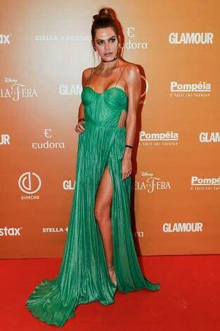 http://www.ofuxico.com.br/noticias-sobre-famosos/confira-os-looks-que-arrasaram-no-premio-geracao-glamour/2017/03/10-289453.amp.html
