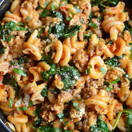 One pot roasted red pepper and sausage alfredo | hostthetoast.com