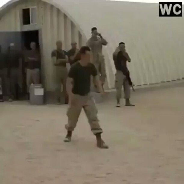 Türk askeri nasıl olunmaz! #türkiye #mizah #kokuyor #komedi #komiktencere #kahkaha #instagram #asker #askerlik #sakarlık #sakatlık #beceriksiz #şakalar #utançverici http://turkrazzi.com/ipost/1519384521538949037/?code=BUV8Cwbjk-t
