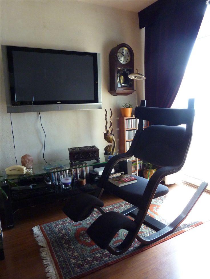 ¡Gracias a nuestro cliente Jordi por participar en nuestro #concurso con esta imagen de su pieza Lluesma: sillón Gravity. Si tú también quieres participar, envíanos las fotos de tus productos #Lluesma ¡y podrás ganar un #reloj de pared Sunset de Nomon! Envía las fotos de tus #muebles, #lámparas o complementos adquiridos en Lluesma a: ventas@muebleslluesma.com.