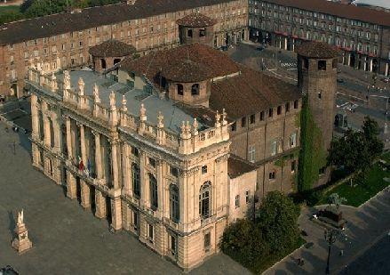 Torino: vista dall'alto Palazzo Madama in Pza Castello - Museo civico d'arte antica