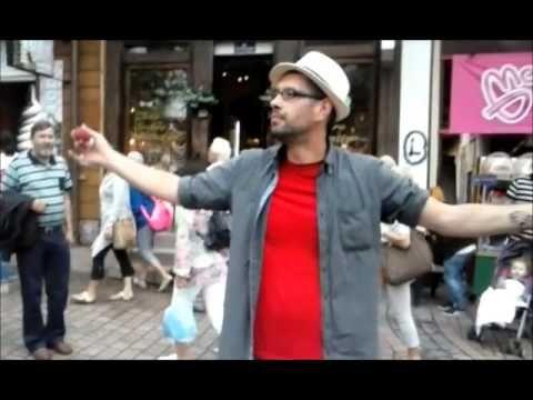 Iluzjonista na Krupówkach w Zakopanem . 15.07.2014 r. - YouTube