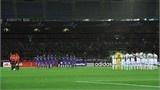 Satoru Yamagishi of Sanfrecce Hiroshima has a shot saved by Tamati Williams of Auckland - FIFA.com