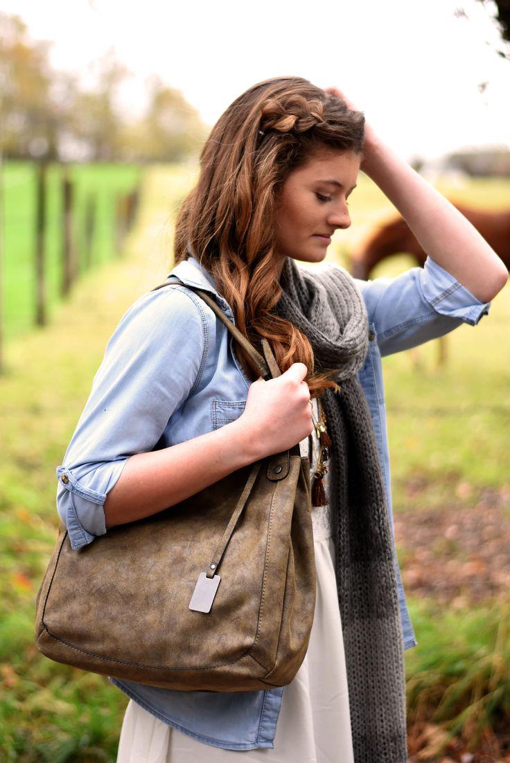 Boho chic style met grote taupe handtas | Mel & co
