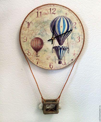 Купить или заказать Часы настенные  'Путешественники на шаре' в интернет-магазине на Ярмарке Мастеров. Настенные часы, как воздушный шар, а снизу маленькая корзинка для путешественников! Отлично подойдут для детской или в комнату подростка. Крупный циферблат, большие стрелки, нежные бежевые и голубые тона. Оригинальные, интересные часики. В наличии первый вариант, в бежевых тонах. Изделие предоставляется без игрушки, вы можете поселить там своих любимых питомцев.