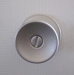 How To Spray Paint icky brass door knobs so they don't chip. This is on my to-do list for the summer!