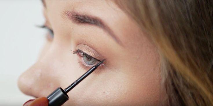 De perfecte winged eyeliner zetten lijkt voor velen onmogelijk, maar met de super eenvoudige tip in deze tutorial gaat het jou ook voortaan lukken! En hoe maak je zo'n look nou helemaal af? Vivian laat haar daily look mét eyeliner zien.