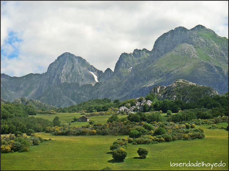 Mampodre a principio de Abril www.lasendadelhayedo.com