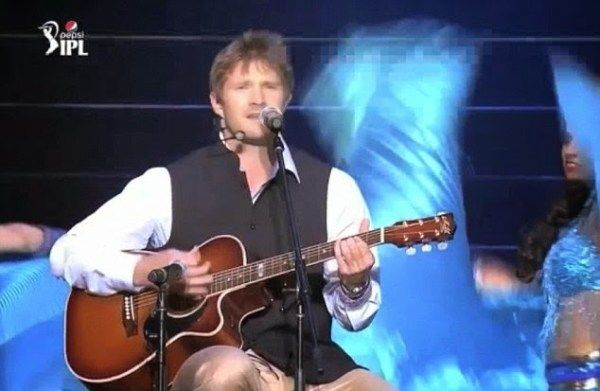 Yes we all know Shane Watson as a brilliant cricketer but this man has proved to be a true all-rounder for Royal Challengers Bangalore, when the IPL 2016 star showed his talent as a singer.