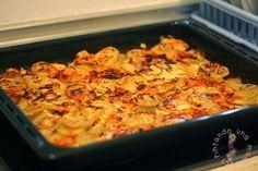 Patatas a la Savoiarda.Esta es una de las recetas que más hacemos en casa, sobre todo como guarnición con la carne, quedan muy jugosas por dentro y crujientes por fuera, además el sabor del queso derretido …