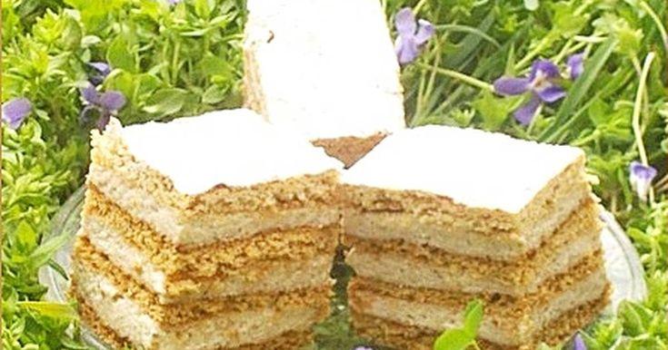 Mennyei Román krémes recept! Egyszerű, mutatós és nagyon ízletes diós süti.A méztől finom puhák lesznek a lapok. Régen egy újságban találtam a receptre, azóta már sokadjára készítettem el.😋