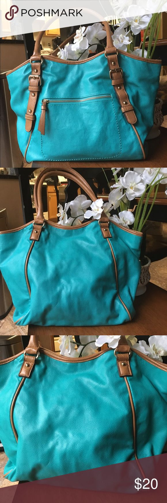 Teal Tote Use this beautiful real tote for anything that you need to load up a lot of stuff. Including school, travel, or work. This is great perfect tote! Open tote with snap closure. *Minor black mark on the inside, as seen in photo #8.*  ✔️Bundle discounts!  ✔️Same or Next day shipping! (Mon-Fri) Aldo Bags Totes