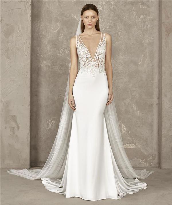 Yari Sample Wedding Dresses Fit Flare Wedding Dress Pronovias