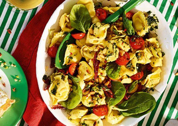 die besten 25 mediteraner nudelsalat ideen auf pinterest picknick pasta salate italienischer. Black Bedroom Furniture Sets. Home Design Ideas
