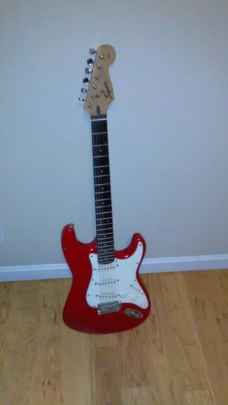 Pre-Owned Fender Squier Stratocaster Electric Guitar (Red)