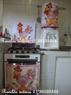 Ronilda: Galinha em pé pano de prato, pano de forno e capa de galão de água.