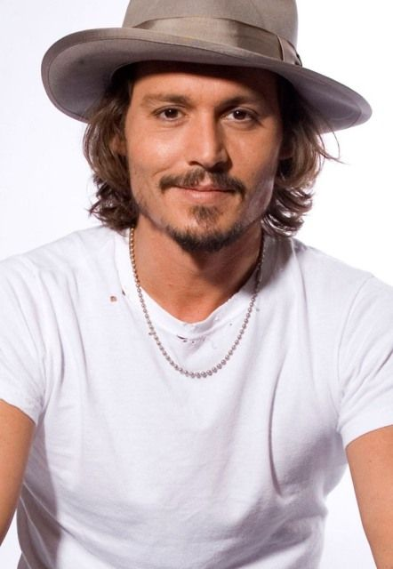 Johnny Depp Age, Weight, Height, Measurements - http://www.celebritysizes.com/johnny-depp-age-weight-height-measurements/