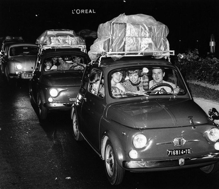 Queuing in the car for the holidays, from Turin towards south Italy, in August 1966 [Archivio Storico Città di Torino / Gazzetta del Popolo]