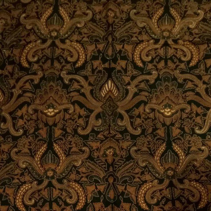 MOTIF PISAN BALI  melambangkan harapan, doa, dan keselamatan Beberapa bilang namanya Pisang Bali, tapi beberapa literatur lama menyebut motif ini sebagai motif Pisan Bali. Motif ini melambangkan kehormatan dan status pemakainya...