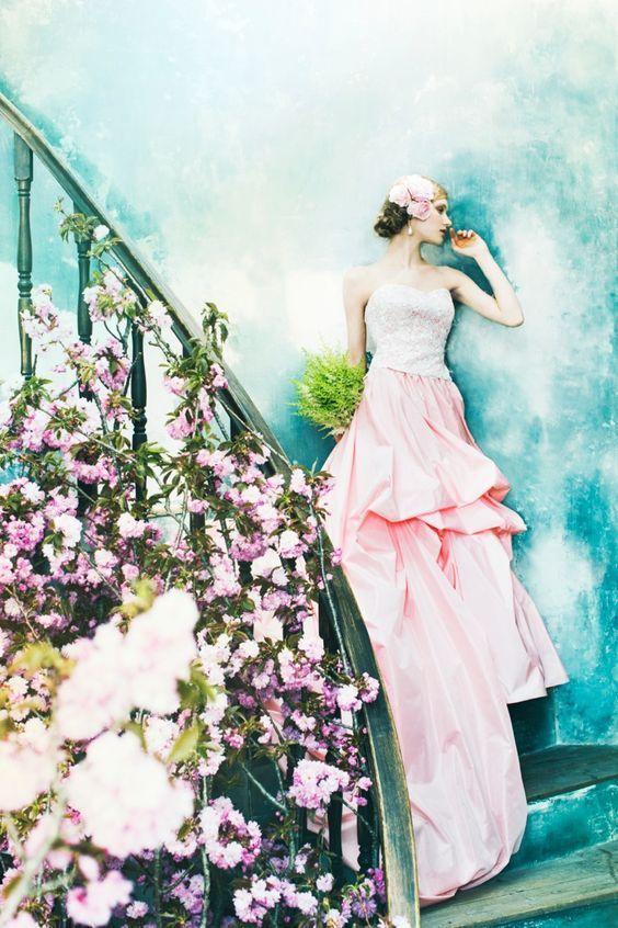 桜の装花が似合いそう!ピンクと白の桜ドレス♡ 桜の時期のお色直しのアイデア☆