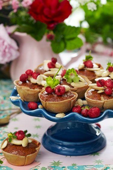 Marcipantærter med bær
