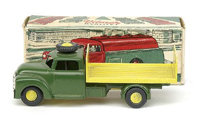Vilmer No.347 LKW Camion Flat Truck with Tailboard - green cab and chassis, yellow back, yellow cast hubs