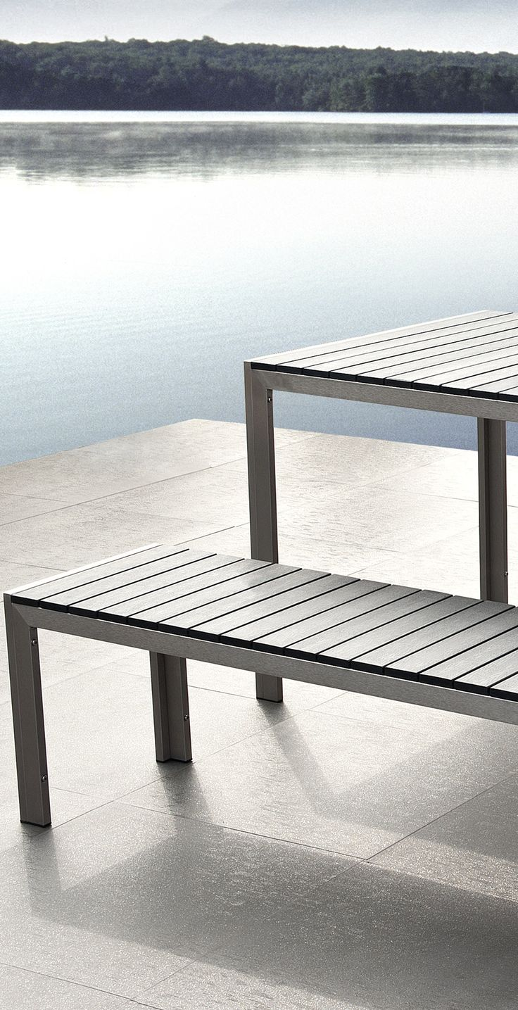 Modern outdoor dining set in grey wood and aluminium