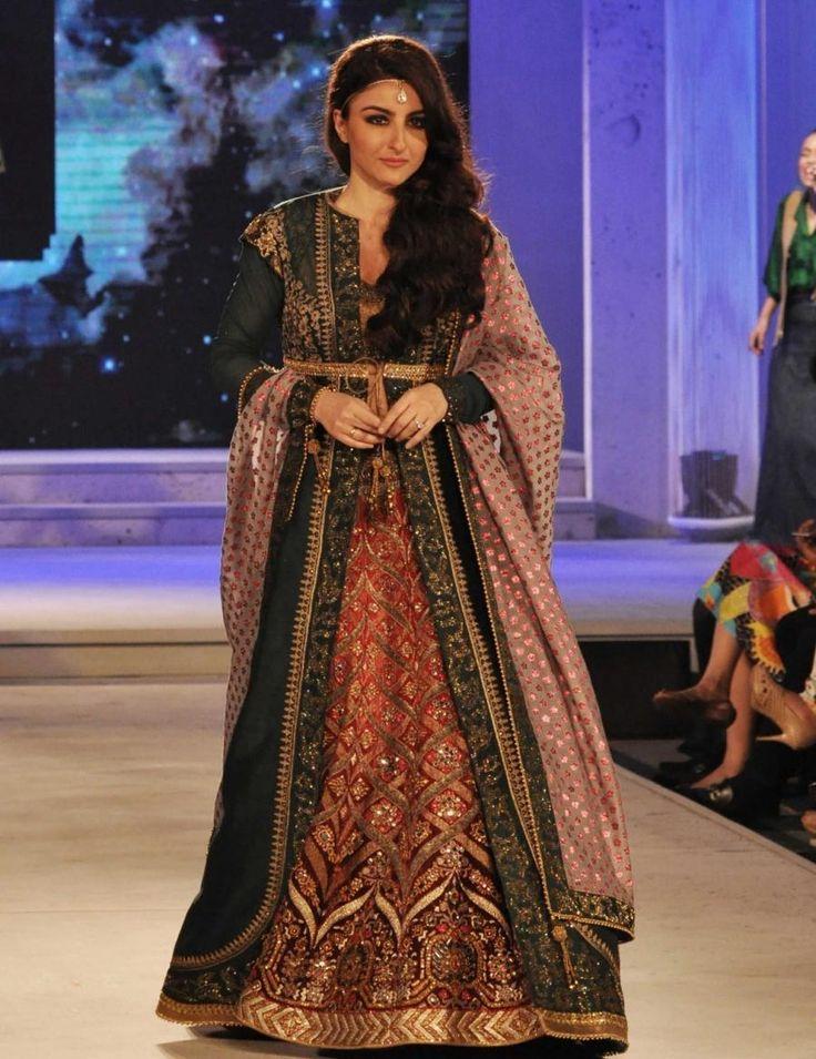 (071115) Kolkata: Blenders Pride fashion show - Soha Ali Khan