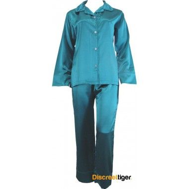 GREEN SATIN WINTER PYJAMAS Everyday loungewear. Long sleeves and drawstring pants. @discreettiger #plussizepjs #loungewear #greenwithenvy #winteriscoming #phiallisleepwear #pyjamas #classic #womenssleepwear