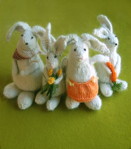 Cute knitted bunnies