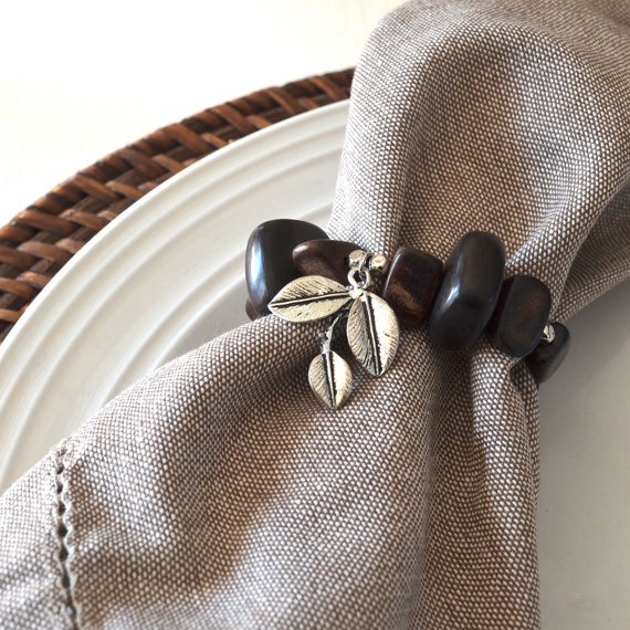 By Chic & Tonic  Ebony and silver leaves pendant  35,00$ Set of 4