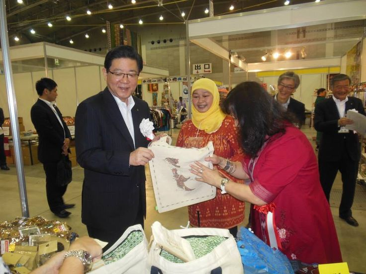 mayor of fukuoka purchased the srikandi eco bag