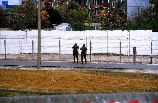 1987 Berlin Mauer Todesstreifen Grenzer