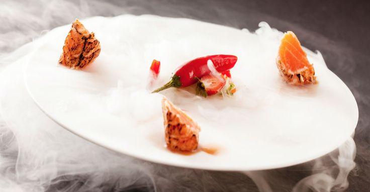 Andiamo alla scoperta della tecnica del grande freddo. Con l'utilizzo di #azoto liquido in #cucina è possibile realizzare piatti con sorprendenti contrasti tra consistenze diverse dal grande effetto scenico.
