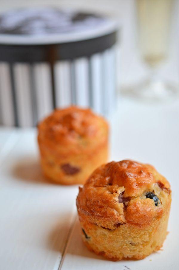 Fertige Pizza-Muffins für die Film-Party mit Freunden