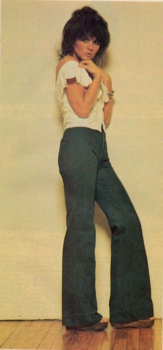 Linda Ronstadt.. OMG I used to dress like this in 11th grade! LOL!
