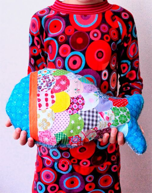Free Tutorial for colorful fish-pillow