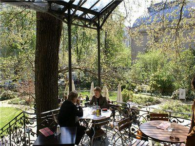 Einer der romantischsten Orte in Charlottenburg ist das Cafe im Literaturhaus ( #berlin #living #wohnen #immoscout #immobilienscout24 #charlottenburg #kiez #haus #wohnung #zuhause #umzug #stadtviertel ) >> Café im Literaturhaus – Berlin
