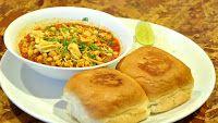 HomeMaker's Cookbook: Puneri Misal Pav - Spicy
