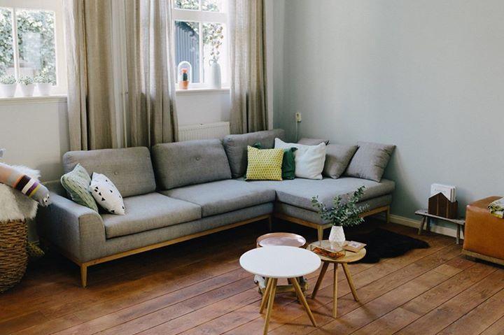 Hij staat prachtig in deze woonkamer, de Edna sofa chaiselong, Vega sand dune! #sofacompany