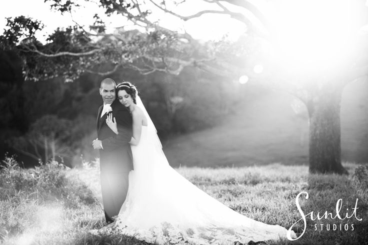 Sunshine Coast Black and White Wedding Photo - Photography by Sunlit Studios