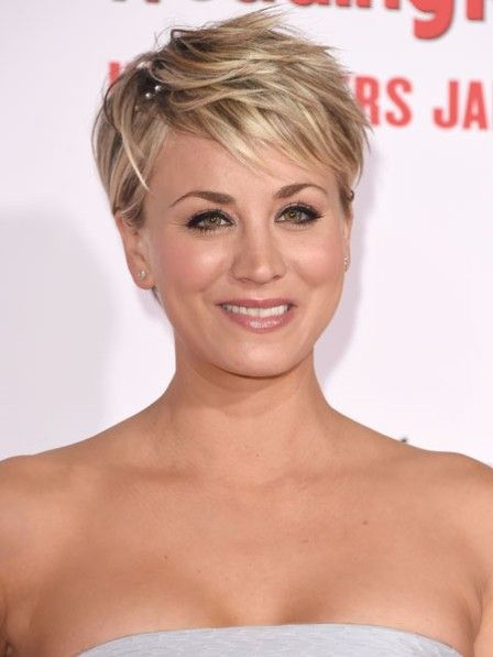 abgeguckt bei kaley cuoco ein pixie cut macht mehr aus feinem haar wenn der pony sch n. Black Bedroom Furniture Sets. Home Design Ideas