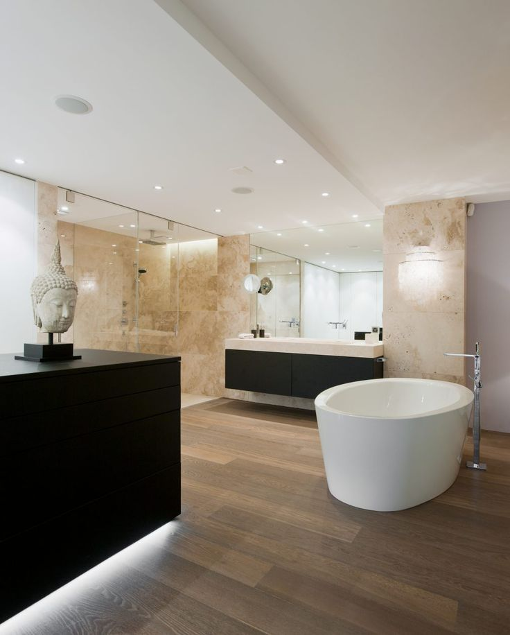 masterbad mit feistehender badewanne und walk in dusche mit einteiliger duschtasse aus. Black Bedroom Furniture Sets. Home Design Ideas